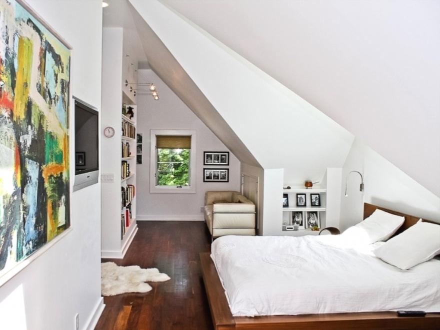 Романтичная спальня на мансардном этаже