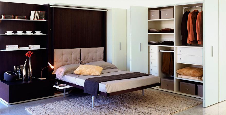 Встроенная в стену кровать