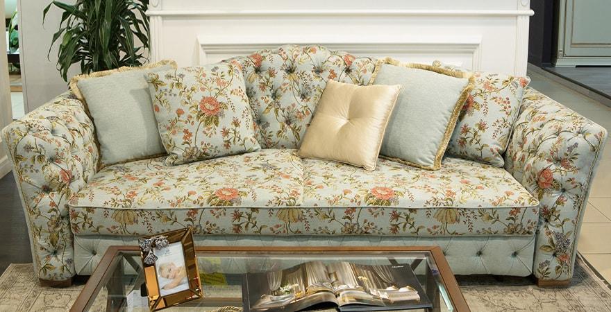 Обивка мягкой мебели с цветочными орнаментами
