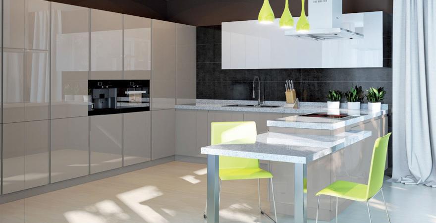 Кухонный гарнитур с гладким фасадом для квартиры-студии