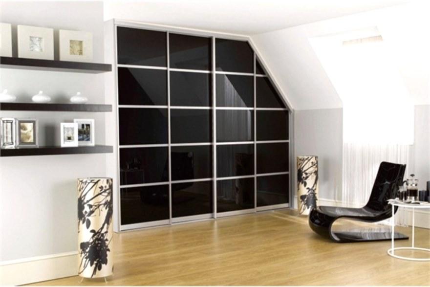 Встроенный шкаф для чердачного помещения