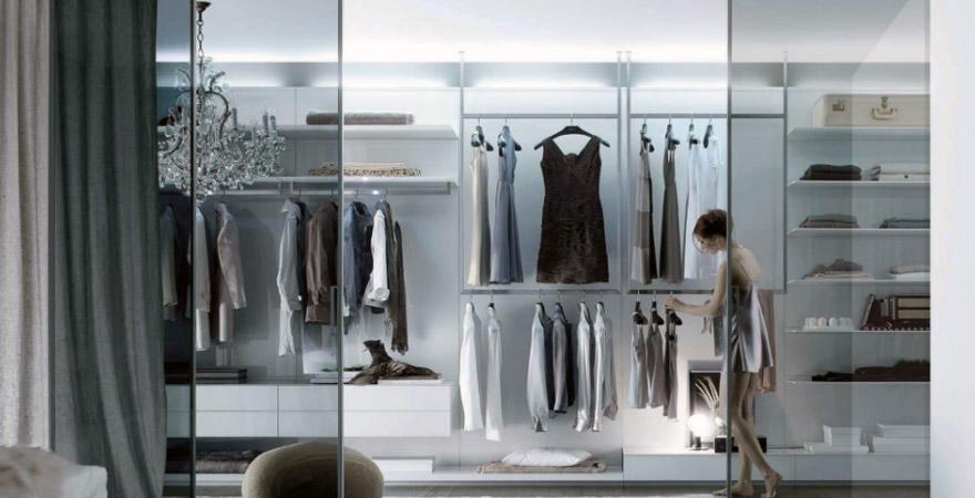 Хай-тек в дизайне интерьера гардеробной