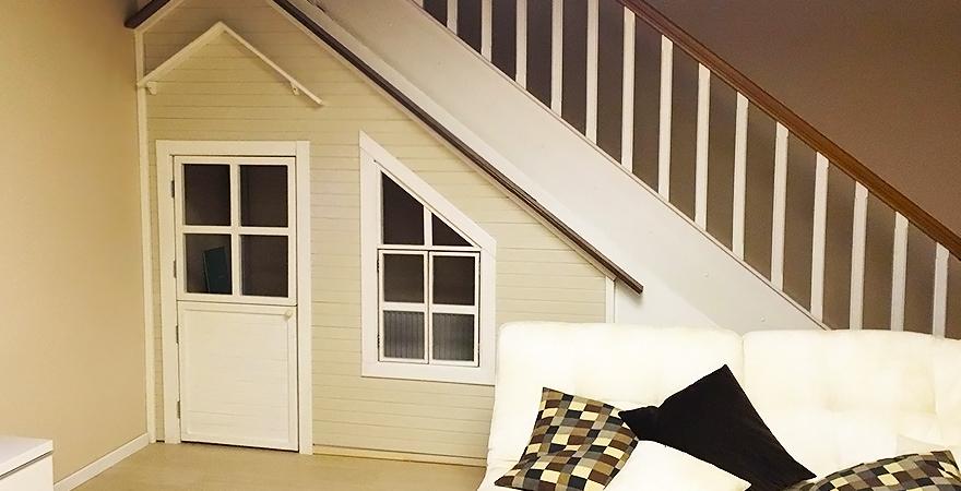 Детский домик под лестницей
