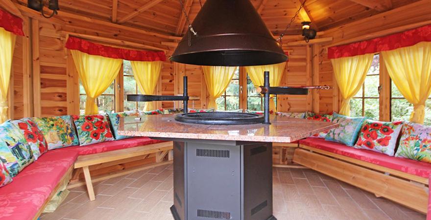 Баня с комнатой отдыха и барбекю