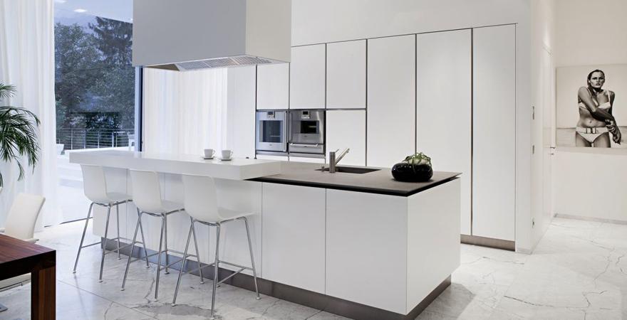 Кухня-остров на кухне в стиле минимализм