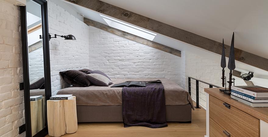 Спальня лофт на мансарде