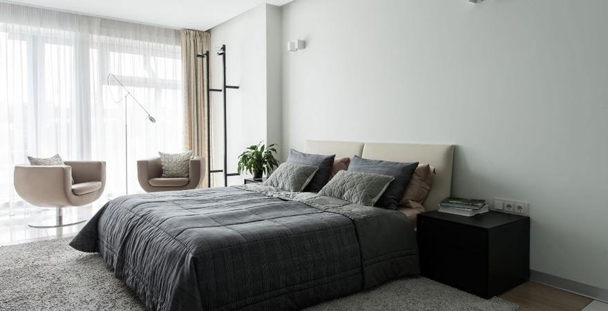Спальня в стиле минимализм с ковриком