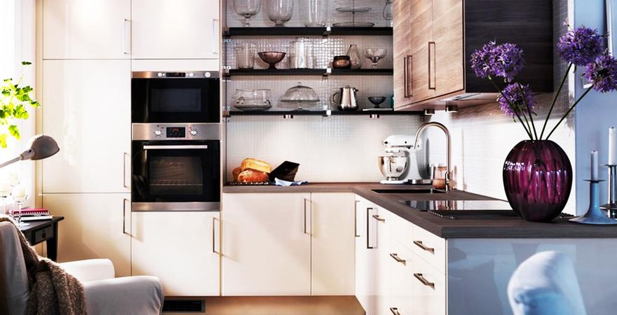 Маленькая кухня с гарнитуром