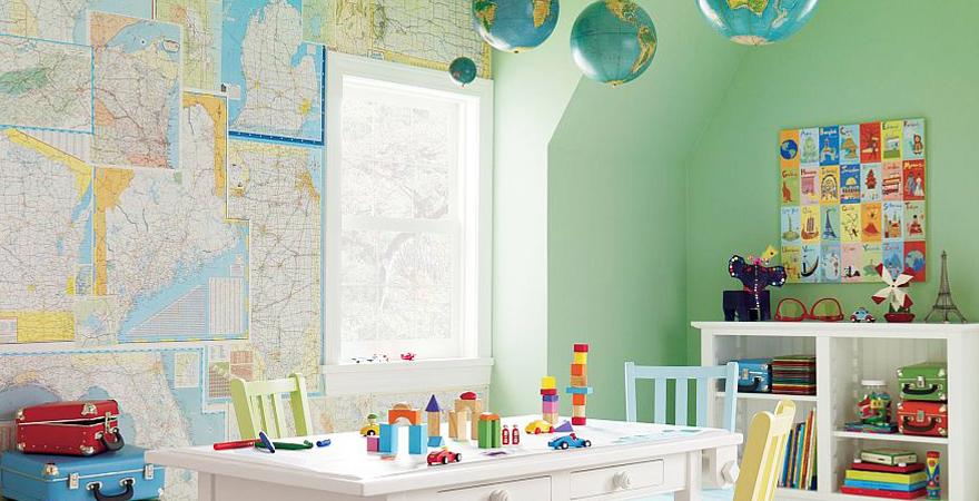 Глобусы и географические карты в детской в скандинавском стиле
