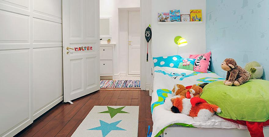 Яркие коврики в детской в скандинавском стиле