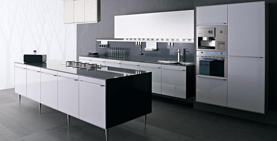 Встроенная бытовая техника на кухне хай-тек