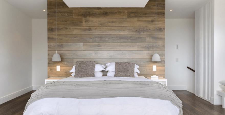 Акцентная стена в спальне хай-тек