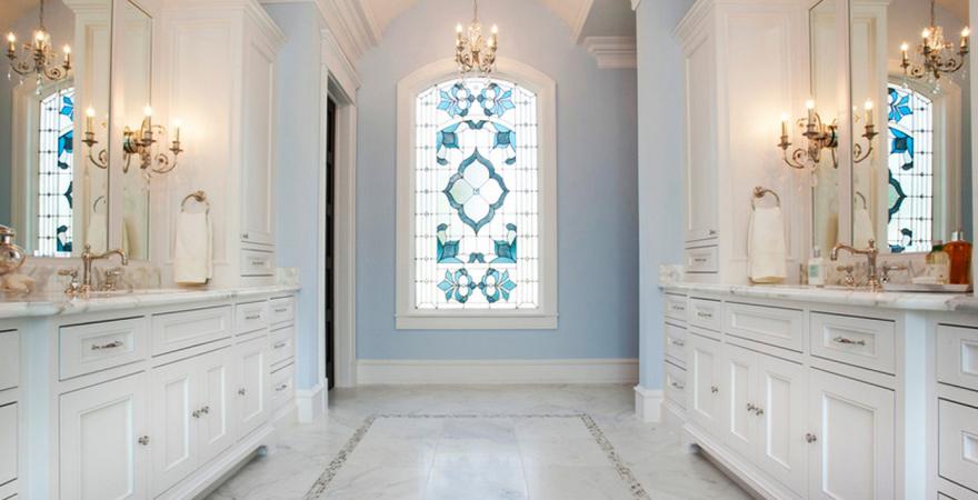 Витражные окна в ванной в средиземноморском стиле