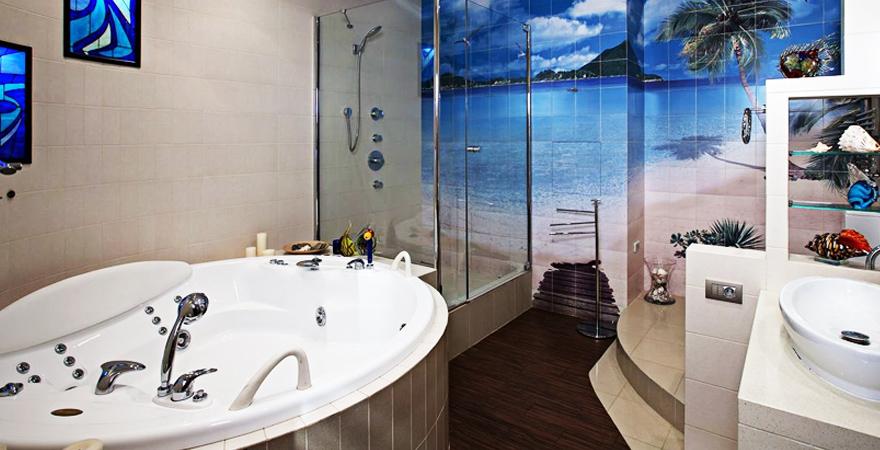 Округлая ванна в средиземноморском стиле