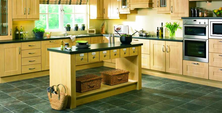 Плетеные корзины на кухне в эко-стиле