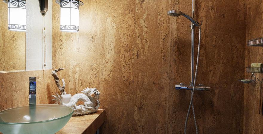 Облицовка ванной пробкой