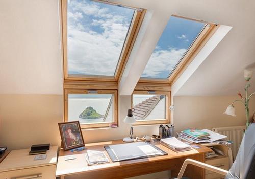 Мансардные окна в интерьере: как использовать по-максимуму