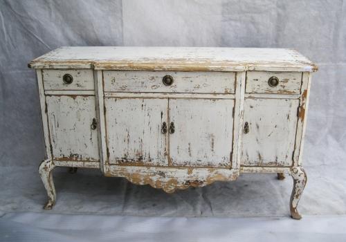 Как освежить старую мебель с помощью обычной краски