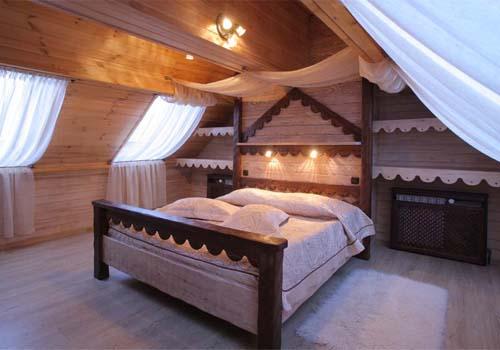 Как оборудовать спальню на мансардном этаже